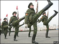 Russian soldiers take part in Victory Day parade, May 2007 (Photo: Natalia Kolesnikova)