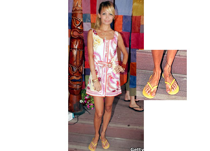 Simple Life star Nicole Richie has the tattoo of an ankle bracelet with a