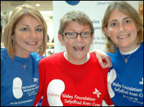 Allison John (L) with other Kidney Wales Foundation supporters