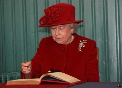 Queen signing the visitors' book
