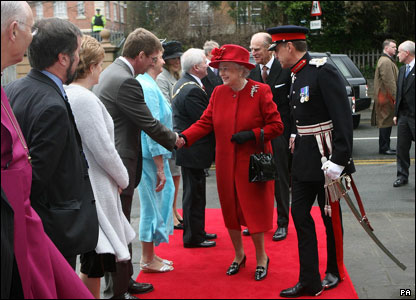 Queen Elizabeth arrives at Armagh Royal