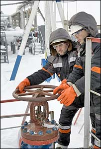 TNK-BP staff at Urengoy field - photo courtesy TNK-BP