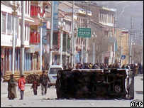 Picture published by Tibetan Centre for Human Rights and Democracy, allegedly showing riot police in Aba on 16/3/08