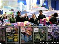 Personas comprando en una tienda de Estados Unidos.