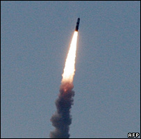 Test-fire of French M-51 ballistic missile (9 November 2006)