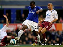 Yakubu races through to put Everton in front against West Ham
