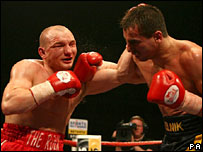 Gavin Rees (l) struggles against Ukrainian Andreas Kotelnik