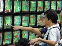 Investors at a Taiwan brokerage