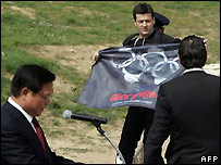 A protester broke through security and attempted to display a flag while China's representative spoke - 24/03/2008