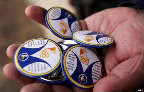 Badges given out to voters