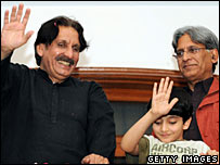 Former Pakistani chief justice Iftikhar Chaudhry waving