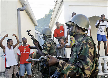Residents of Anjouan cheer Tanzanian AU troops
