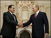 President Mubarak, left, and Vladimir Putin in Russia, 25 March 2008.