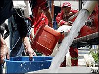 Agua potable de camión cisterna (foto archivo)