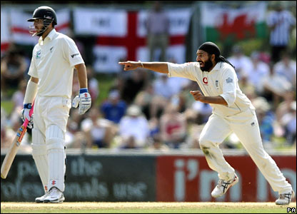 Monty Panesar takes his sixth wicket