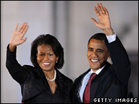 Michelle Obama and Barack Obama wave in San Antonio, Texas (4 March 2008)