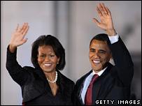 Michelle Obama and Barack Obama wave in San Antonio, Texas (4 March 2008)
