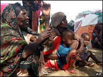 Somalis at the Hawa Abdi refugee camp in the outskirts of Mogadishu (November 2007)