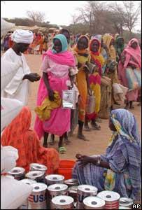 Food queue in Darfur, AP