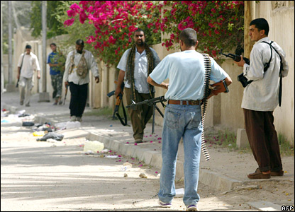 Mehdi Army fighters in a residential area of Basra on 26 March 2008