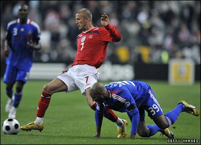 David Beckham holds off Nicolas Anelka during England's friendly against France