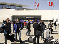Foreign journalists arrive at Lhasa airport, 26 March 2008