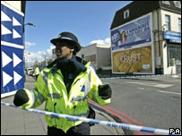 Police officer at Stamford Hill with tape, 27 March 2008