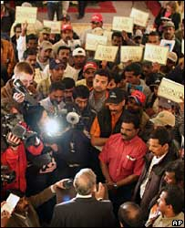 Indian ambassador to the US Ronen Sen talks to protesting Indian workers, 27 Mar 2008