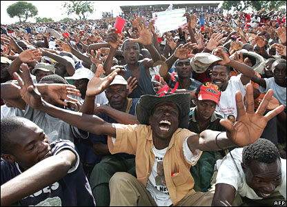Supporters of Morgan Tsvangirai at rally outside Harare on 27 March 2008
