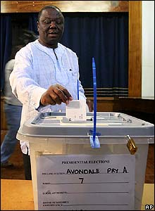 Morgan Tsvangirai casts his vote in Harare