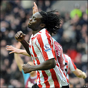 Kenwyne Jones celebrates scoring Sunderland's equaliser