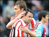 Andy Reid (right) is congratulated by Dean Whitehead