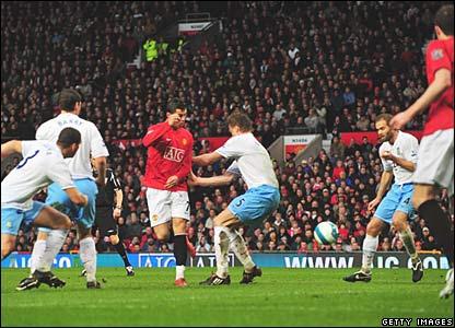 Cristiano Ronaldo scores for Manchester United