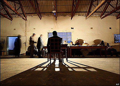 Voters cast their ballots in Chinamhora, near Harare, on 29 March