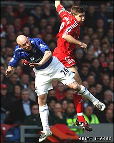 Lee Carsley and Steven Gerrard battle it out during Liverpool's 1-0 win over Everton
