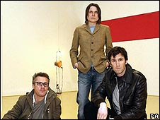 Angus Fairhurst (r) with Damien Hirst and Sarah Lucas
