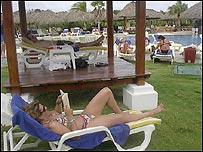 Turista en hotel cubano