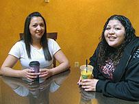 Ver�nica y Monique, con otros adolescentes hispanos van a desarrollar una campa�a de prevenci�n.