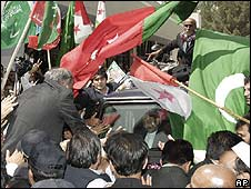 Supporters surround deposed Chief Justice Iftikhar Mohammed Chaudhry's vehicle as he arrived in Quetta