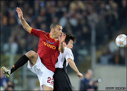 Roma's midfielder Max Tonetto outmuscles Ji-Sung Park