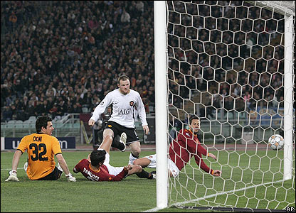 Wayne Rooney scores United's second goal in Rome