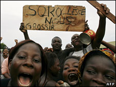 "Demonstrators hold a placard reading ""Soro - let us get fat"" in Abidjan, April 1, 2008"