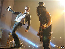 Velvet Revolver's Scott Weiland (l) and Slash
