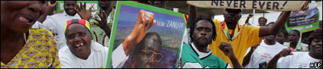 Suppoters of Zimbabwe ruling party ZANU PF Zimbabwe celebrate in Mbere township in Harare on March 31, 2008