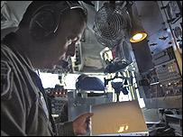 Piloto estadounidense en vuelo de reconocimiento que partió desde Manta / Foto: Southcom
