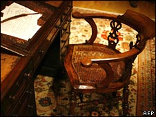 Charles Dickens' desk and chair