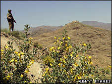 Pakistani soldier in tribal area (File photo 11/4/07)