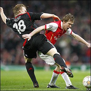Liverpool's Dirk Kuyt challenges Alexander Hleb