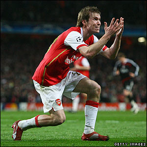 Arsenal's Alexander Hleb protests to the referee