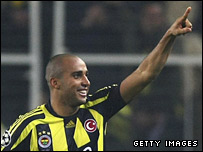 Deivid celebrates scoring Fenerbahce's winner